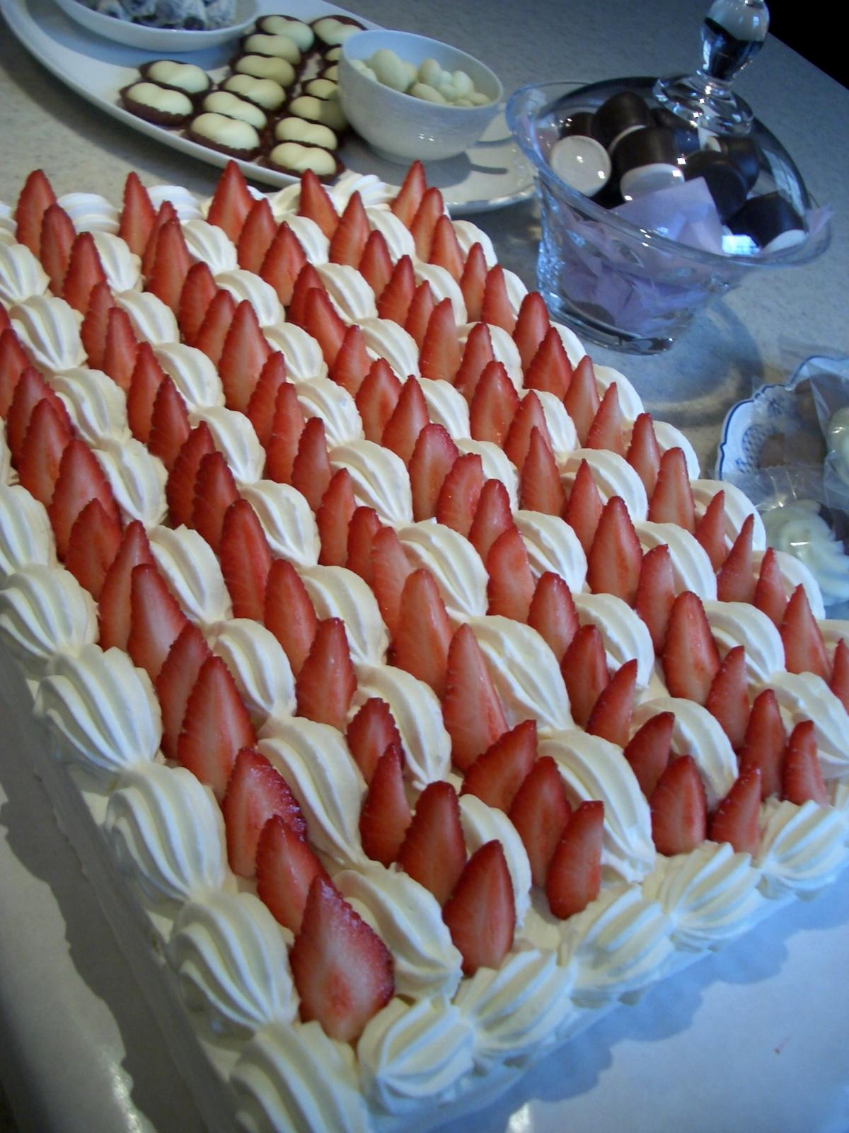2010年3月8日サロンランチコンサートのデザートケーキの一部