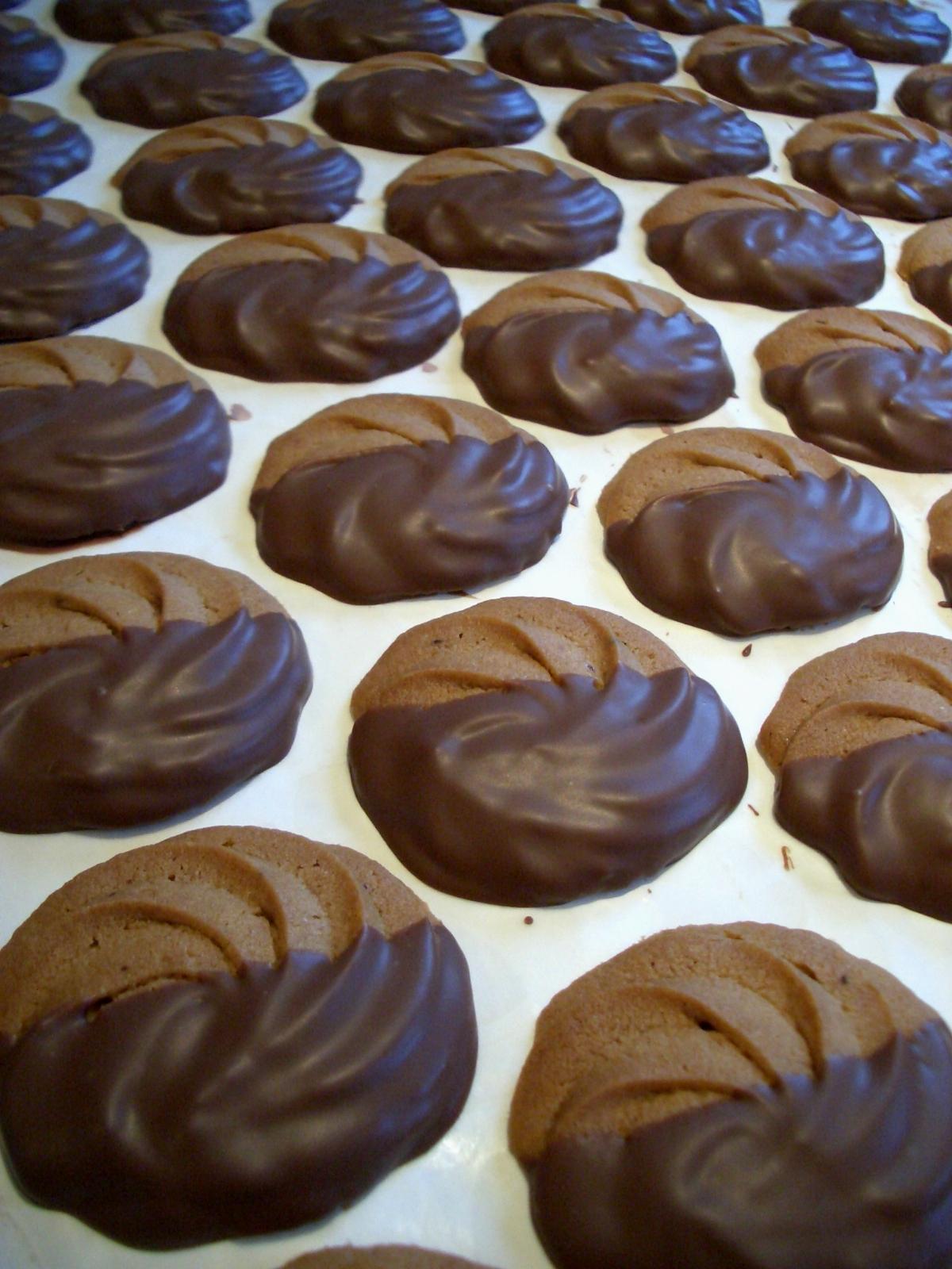 モカサブレチョコレートコーティング